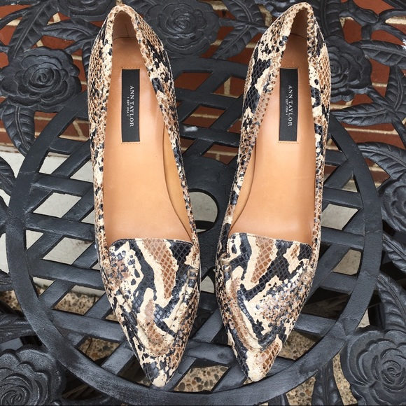 7ba2d2cdd8e8e Ann Taylor leather snake skin kitten heel size 6.5